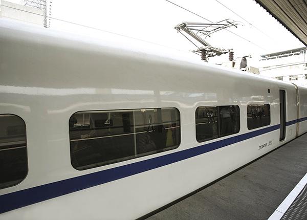 什么样的高铁侧窗玻璃能减速?